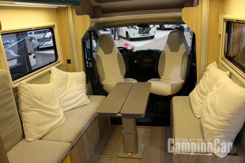 camping car integral avec salon face a face