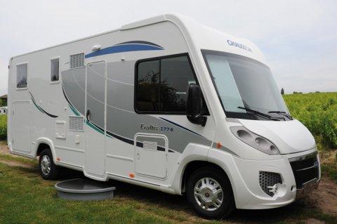camping car integral chausson 359