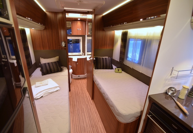 camping car integral hymer lits jumeaux
