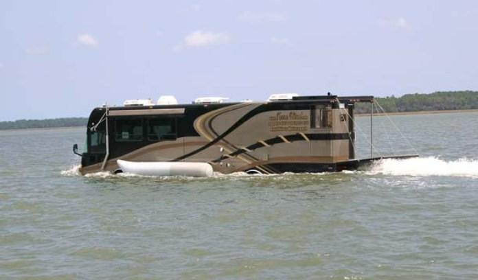 camping car qui va sur l'eau