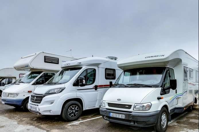 location camping car milan