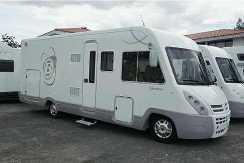 camping car integral bavaria i 740