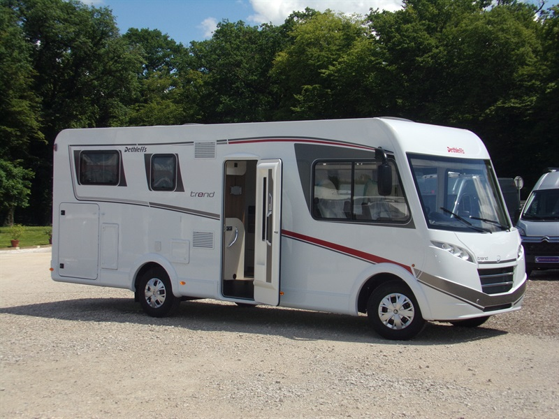 camping car integral eura mobil chausson 359 alteo