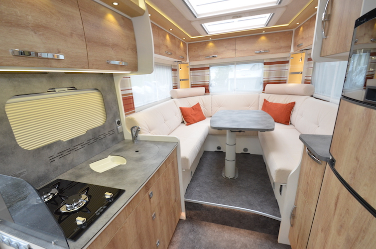 camping car rapido avec salon arriere